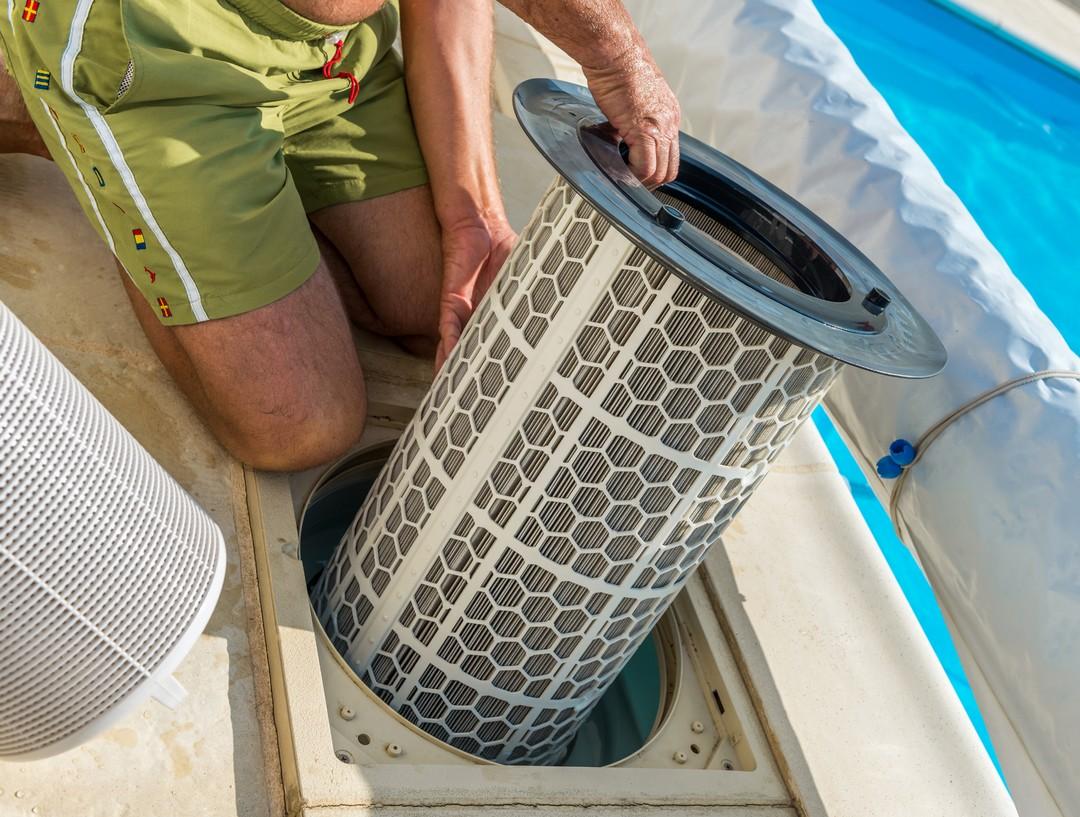 Un filtre de piscine extérieure