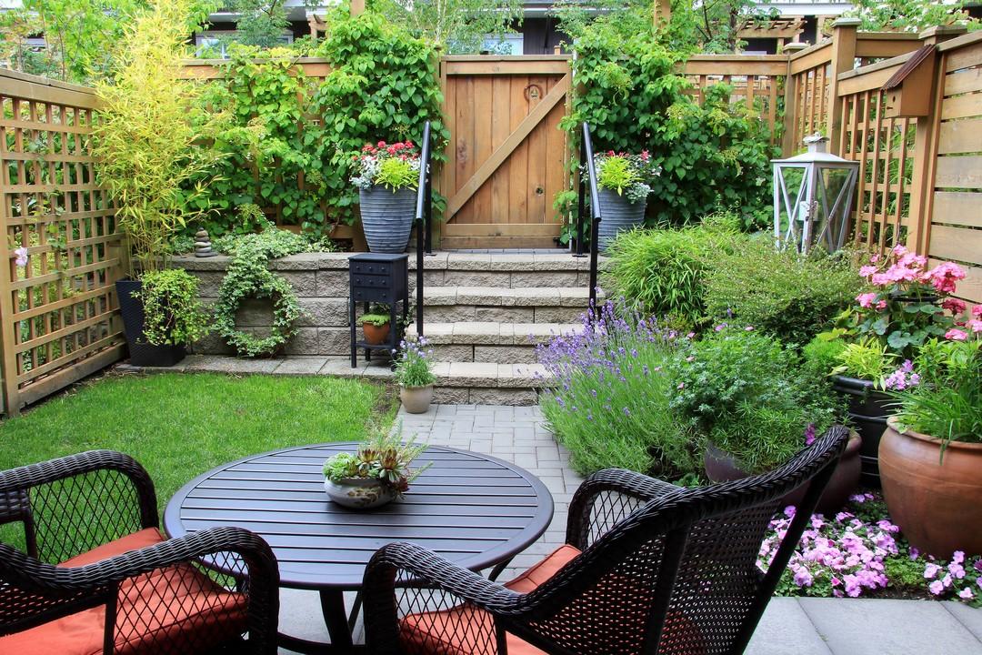 Petit jardin bien aménagé